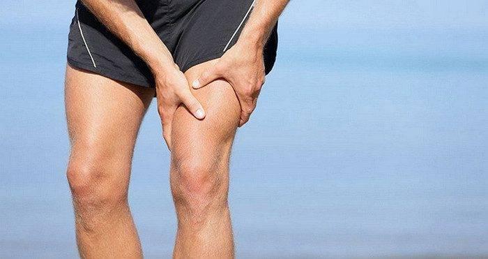 Могут ли болеть ноги от почек одновременно: боль отдает в ногу
