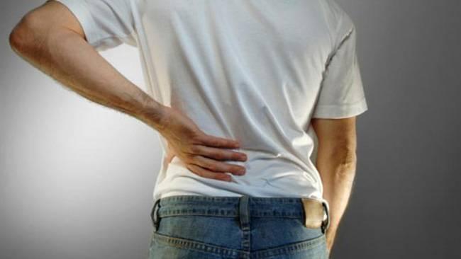 Боли в почках могут появляться по следующим причинам: мочекаменная болезнь, пиелонефрит, гломерулонефрит, гидронефроз, почечная недостаточность, новообразование в почке, киста почки, абсцесс почки, паразитарное заражение почек