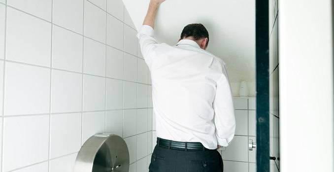 Почему моча пенится у мужчин