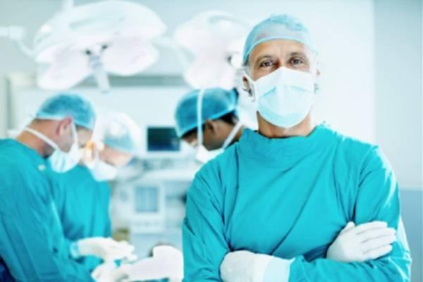 Врачи-хирурги