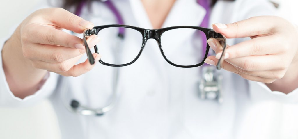 Уход за очками, как это правильно делать
